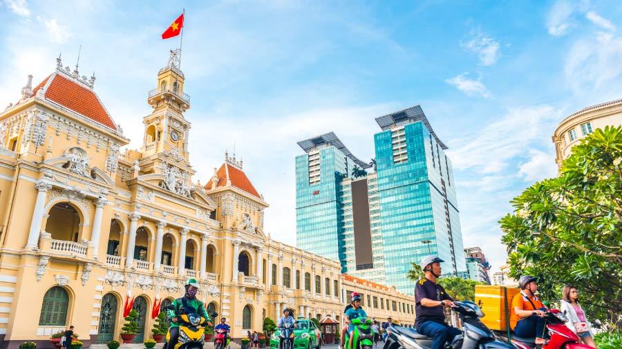 Việt Nam đã kiểm soát COVID-19 và phục hồi nền kinh tế như thế nào