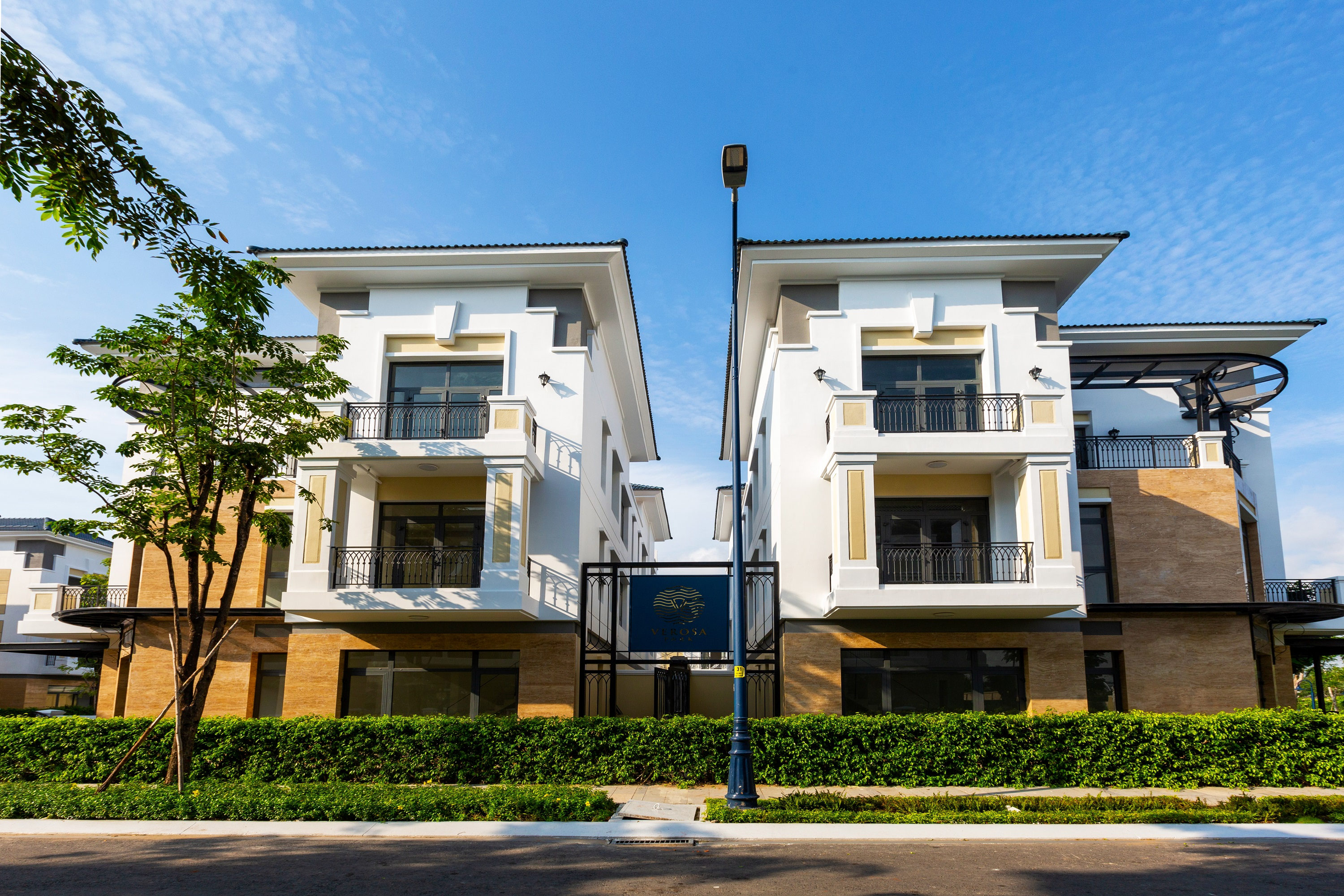 Trao giải Top50 Doanh nghiệp tăng trưởng xuất sắc nhất Việt Nam và Top10 chủ đầu tư bất động sản Việt Nam uy tín năm 2020