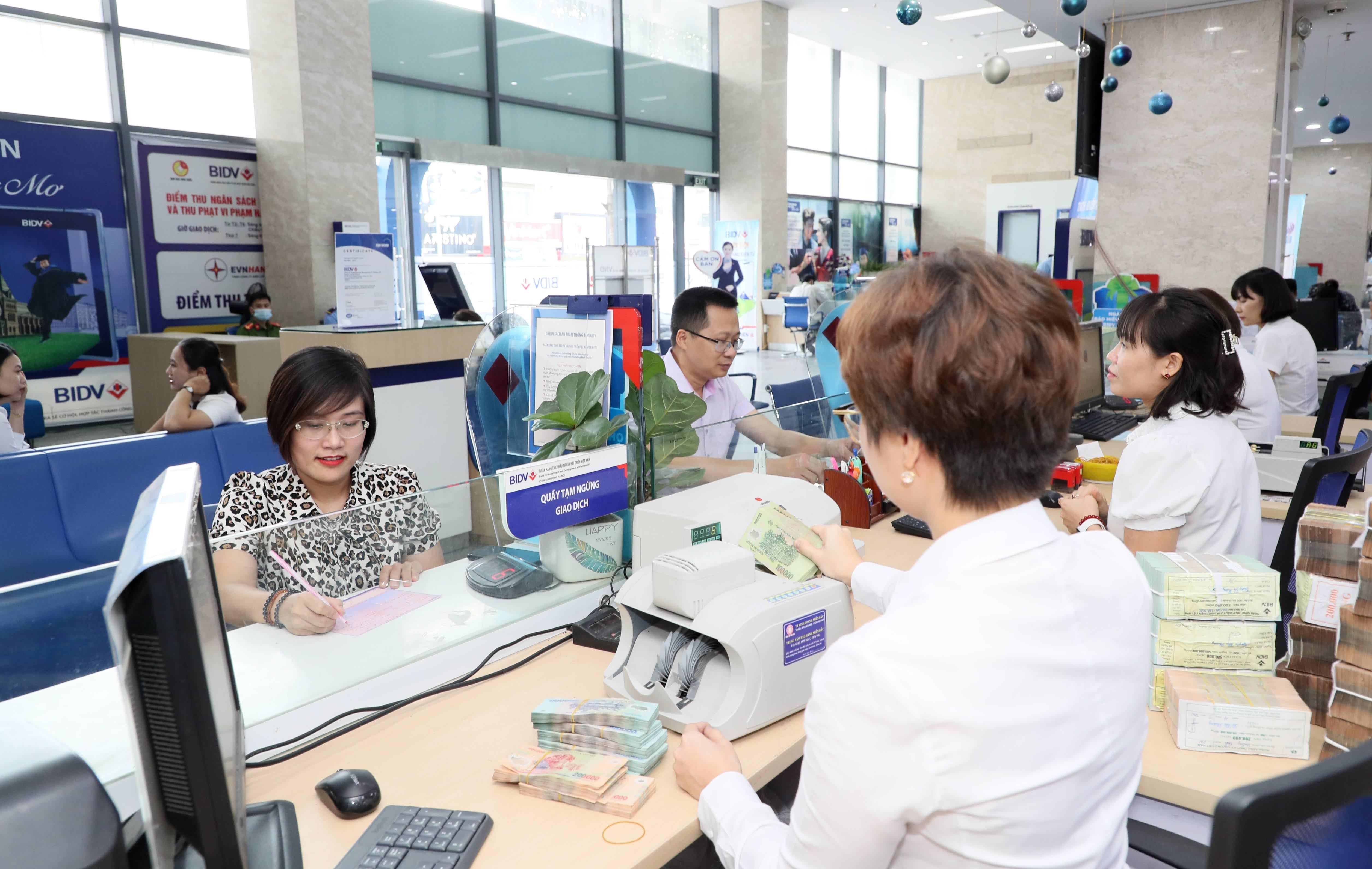 Linh hoạt giảm lãi suất hỗ trợ doanh nghiệp vượt dịch Covid-19