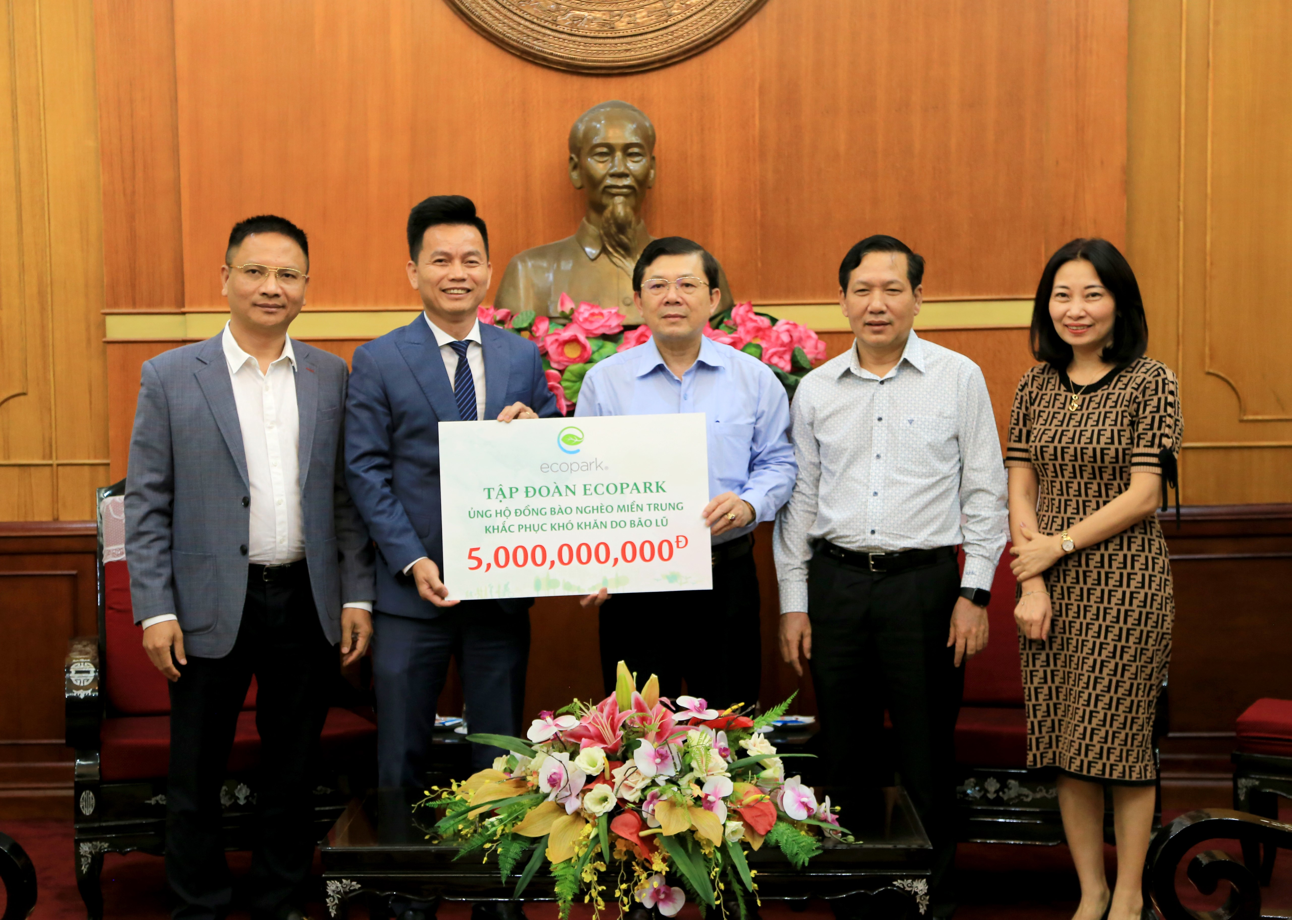 Ecopark ủng hộ đồng bào nghèo miền Trung 5 tỷ đồng khắc phục hậu quả bão lũ