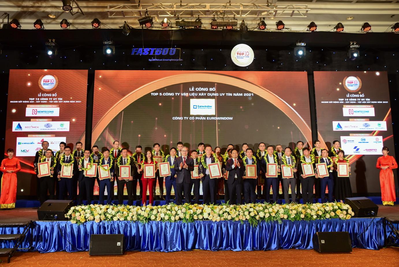 """Eurowindow được vinh danh """"Top 5 công ty Vật liệu xây dựng uy tín 2021"""