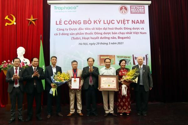 """Traphaco xác lập kỷ lục Việt Nam """"Công ty Dược số 1 về thuốc Đông dược"""""""
