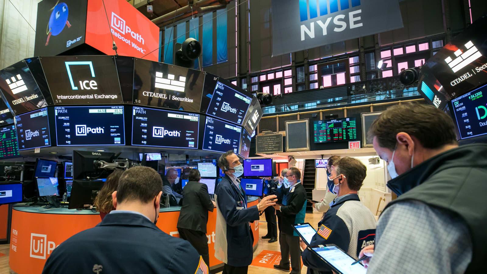 8 ngành có cổ phiếu tăng trưởng tốt nhất trên thị trường