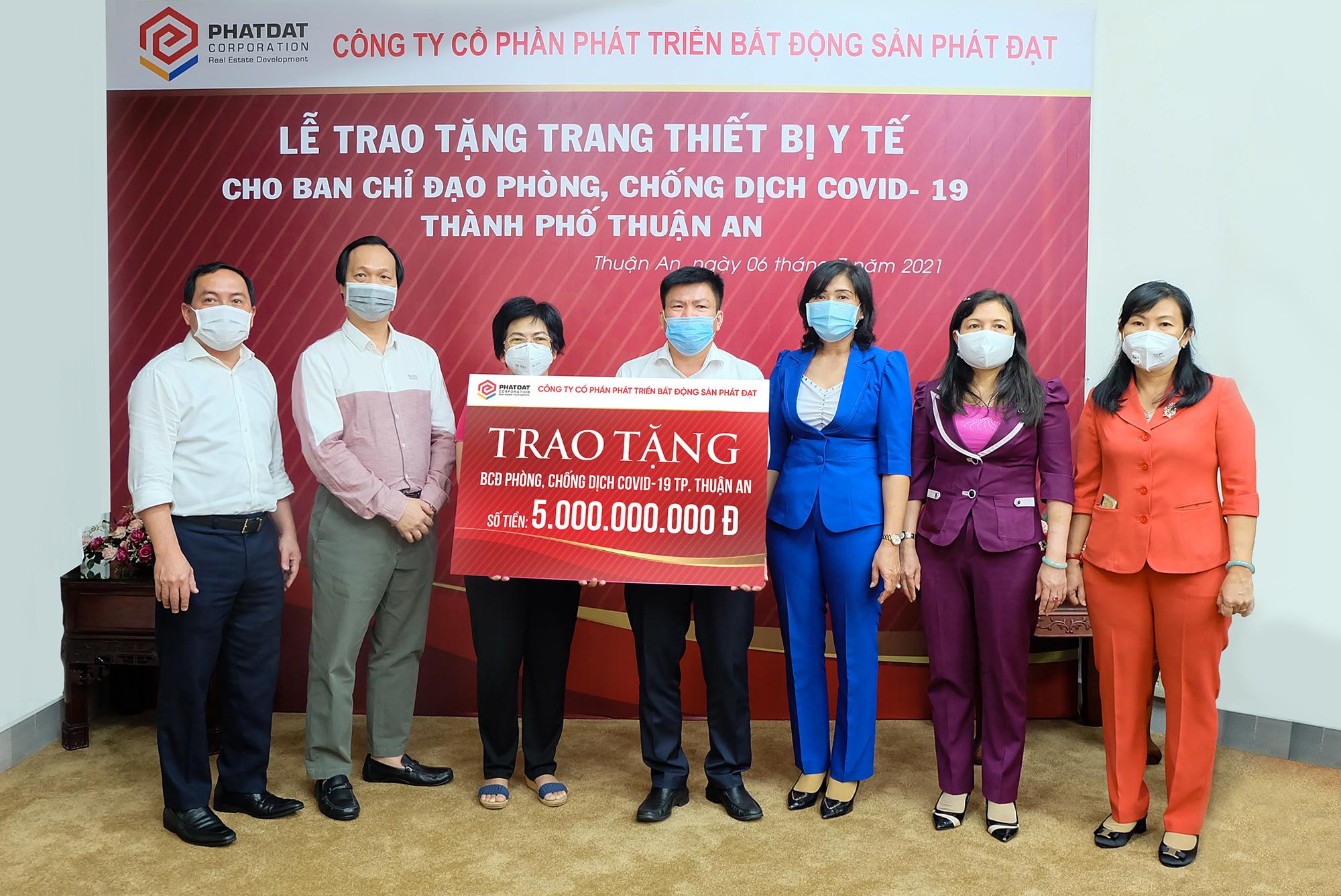 Phát Đạt tiếp tục tài trợ thêm 5 tỷ đồng 'chi viện' TP Thuận An chống dịch Covid-19