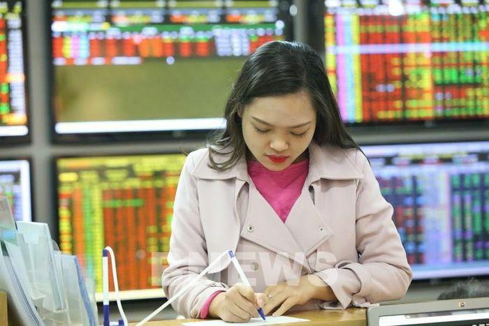 Thêm giải pháp cho phát triển thị trường chứng khoán