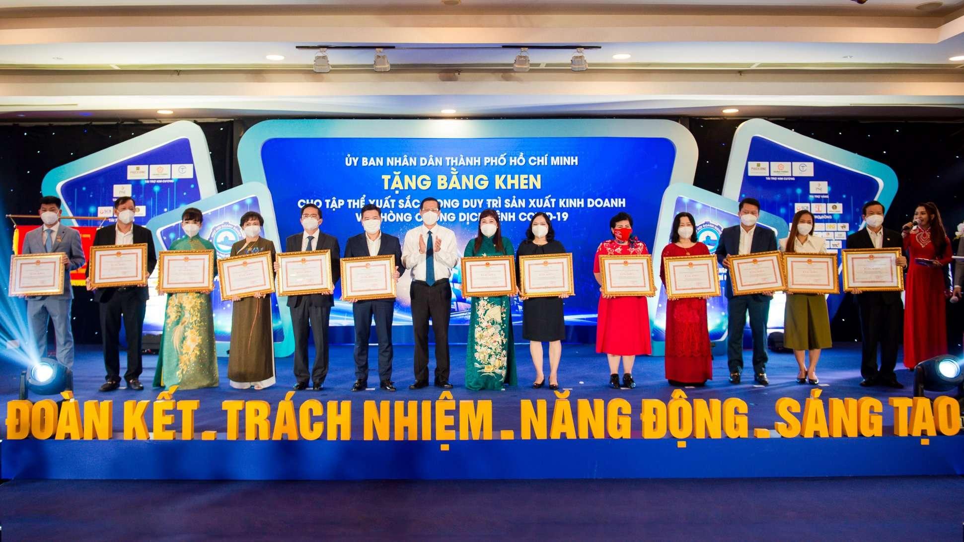 Tập đoàn Hưng Thịnh đón nhận bằng khen của UBND TP.HCM