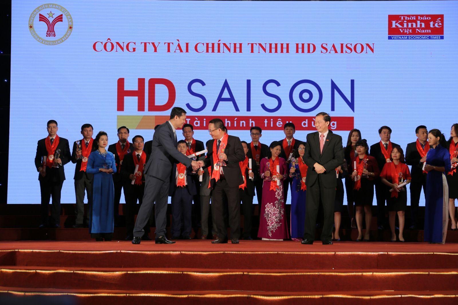 """HD SAISON được vinh danh """"Doanh nghiệp Rồng Vàng"""" và """"Thương hiệu mạnh Việt Nam"""""""
