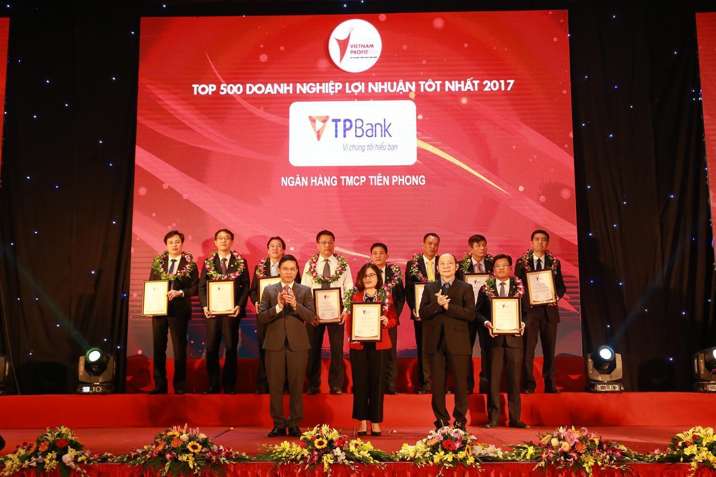 TPBank nằm trong nhóm 50 Doanh nghiệp lợi nhuận tốt nhất Việt Nam 2017