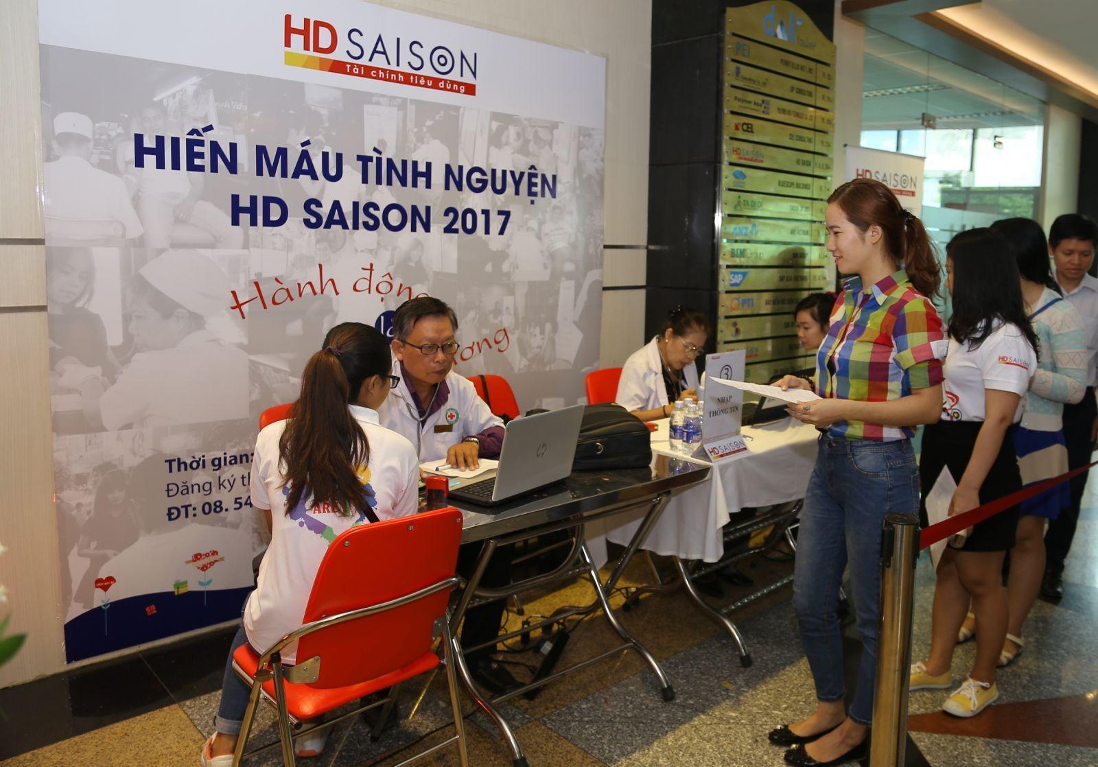 """Hơn 500 đơn vị máu tại """"Ngày hội hiến máu tình nguyện HD Saison 2017"""""""