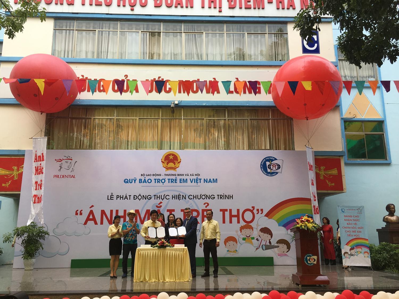 """Dự án """"Vì ánh mắt trẻ thơ"""" do Quỹ Bảo trợ Trẻ em Việt Nam và Prudential tổ chức"""