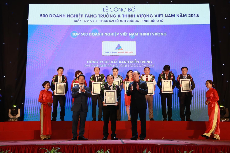 Đất Xanh Miền Trung đón nhận Danh hiệu Top 500 Doanh nghiệp Việt Nam thịnh vượng