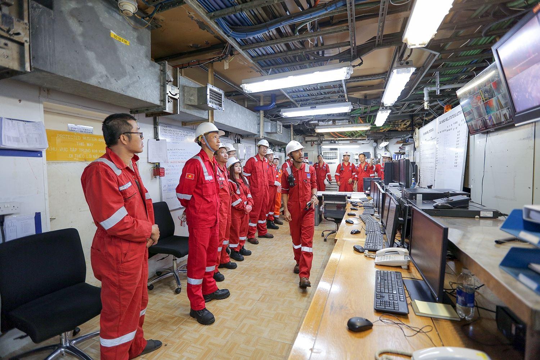Lãnh đạo PVEP kiểm tra tình hình làm việc và chúc Tết tại các dự án dầu khí trên biển