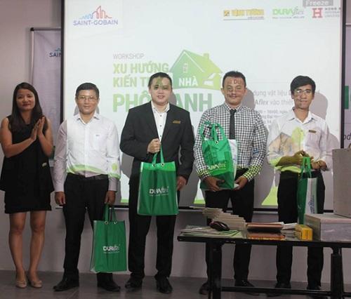 """Sinh viên HIU trải nghiệm thiết kế """"Nhà phố Xanh"""" do công ty Vĩnh Tường tổ chức"""