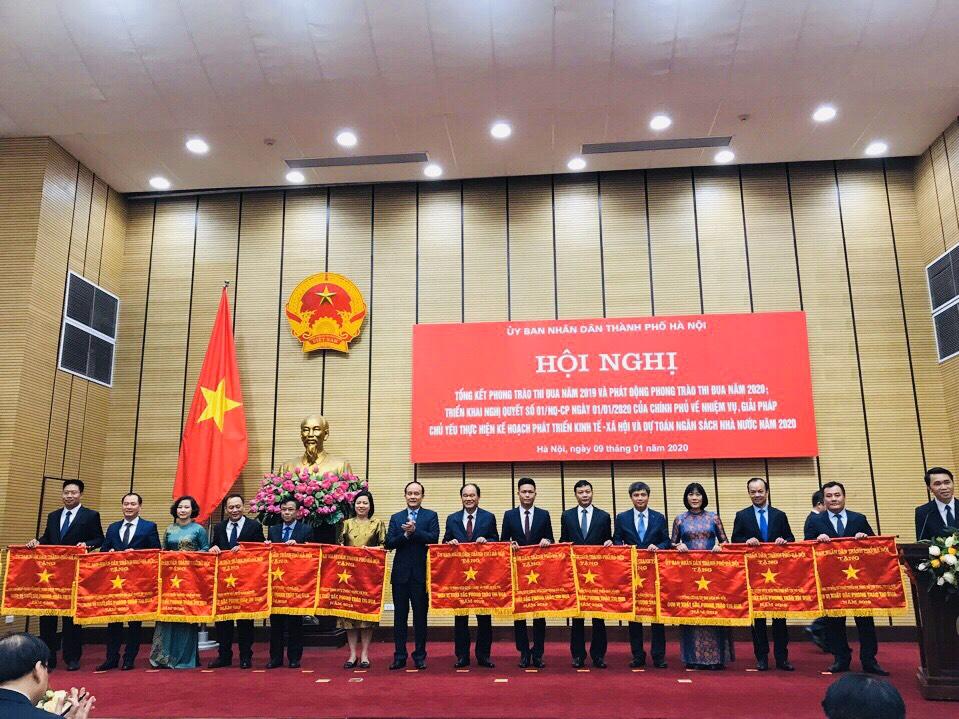 Tổng công ty Du lịch Hà Nội vinh dự nhận Cờ Thi đua của UBND TP. Hà Nội