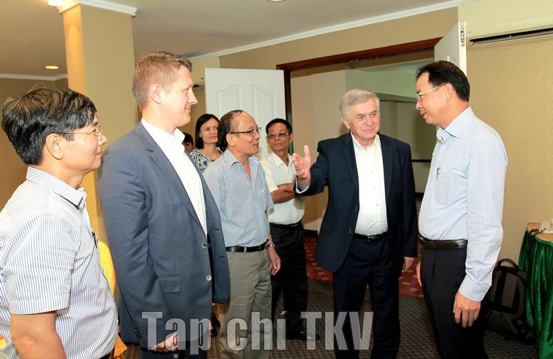 Tổng Giám đốc Tập đoàn Đặng Thanh Hải làm việc với Công ty Famur (Ba Lan)