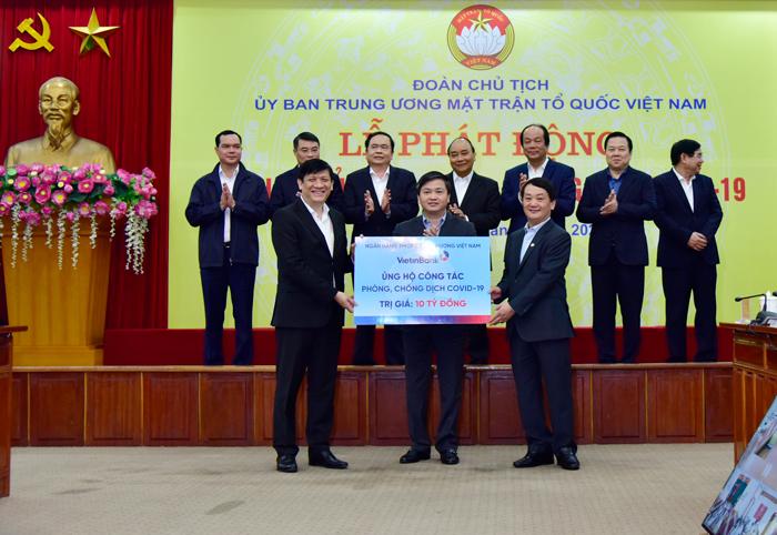 VietinBank ủng hộ 10 tỷ đồng chung tay cùng cả nước chống dịch COVID-19