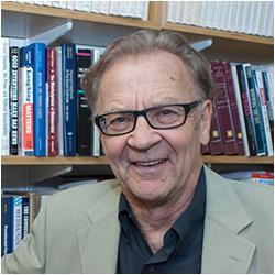 Giáo sư Thomas E. Patterson