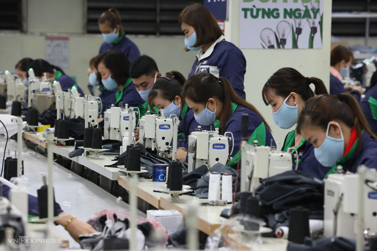 """140 nữ công nhân ngành Yến tranh tài """"khéo tay hay làm"""""""