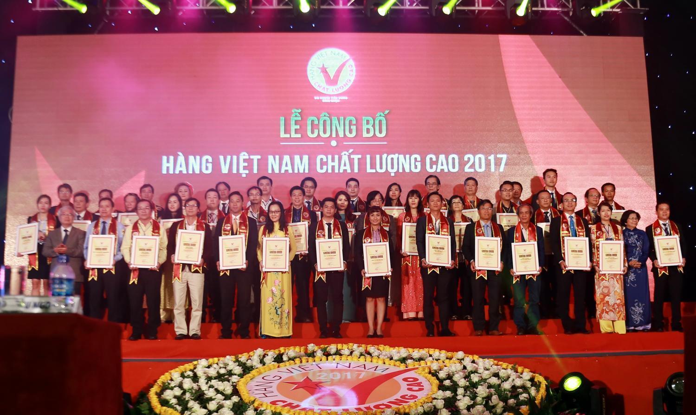 Đạm Cà Mau cất cánh cùng hàng Việt