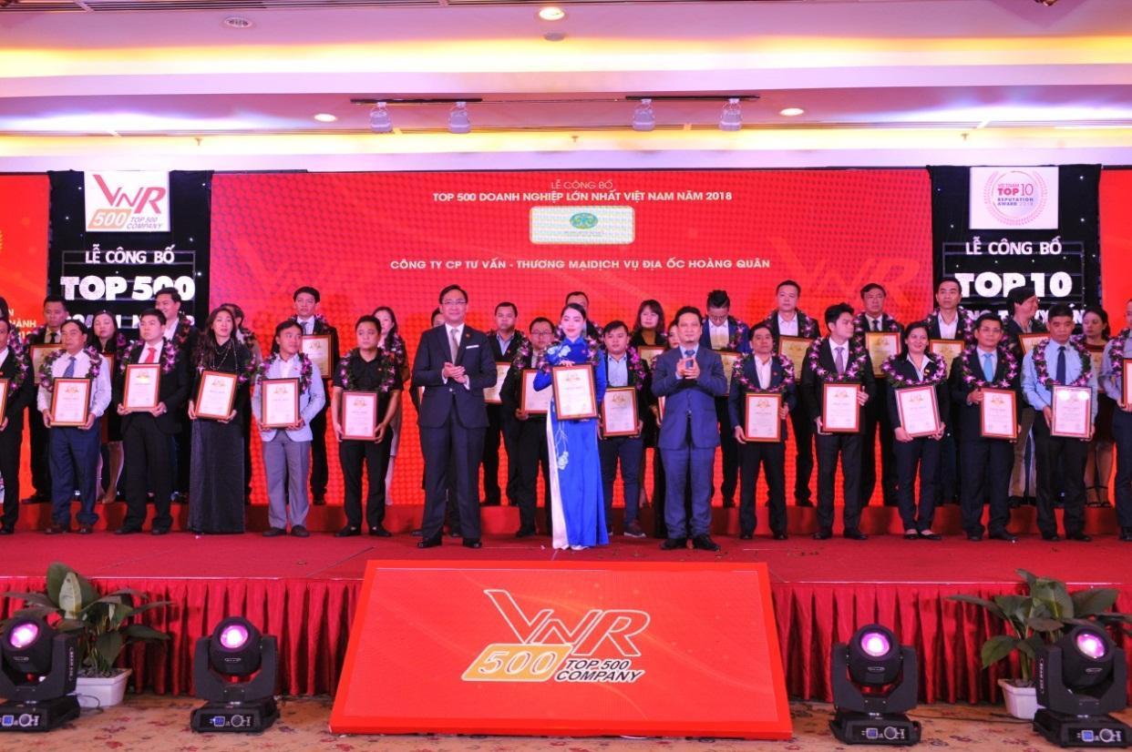 Tập đoàn Hoàng Quân vinh dự đón nhận hai giải thưởng lớn Top 500 doanh nghiệp lớn nhất Việt Nam
