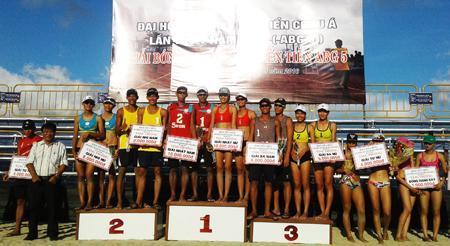 Bóng chuyền bãi biển Sanna Khánh Hòa: Giữ vững tốp đầu