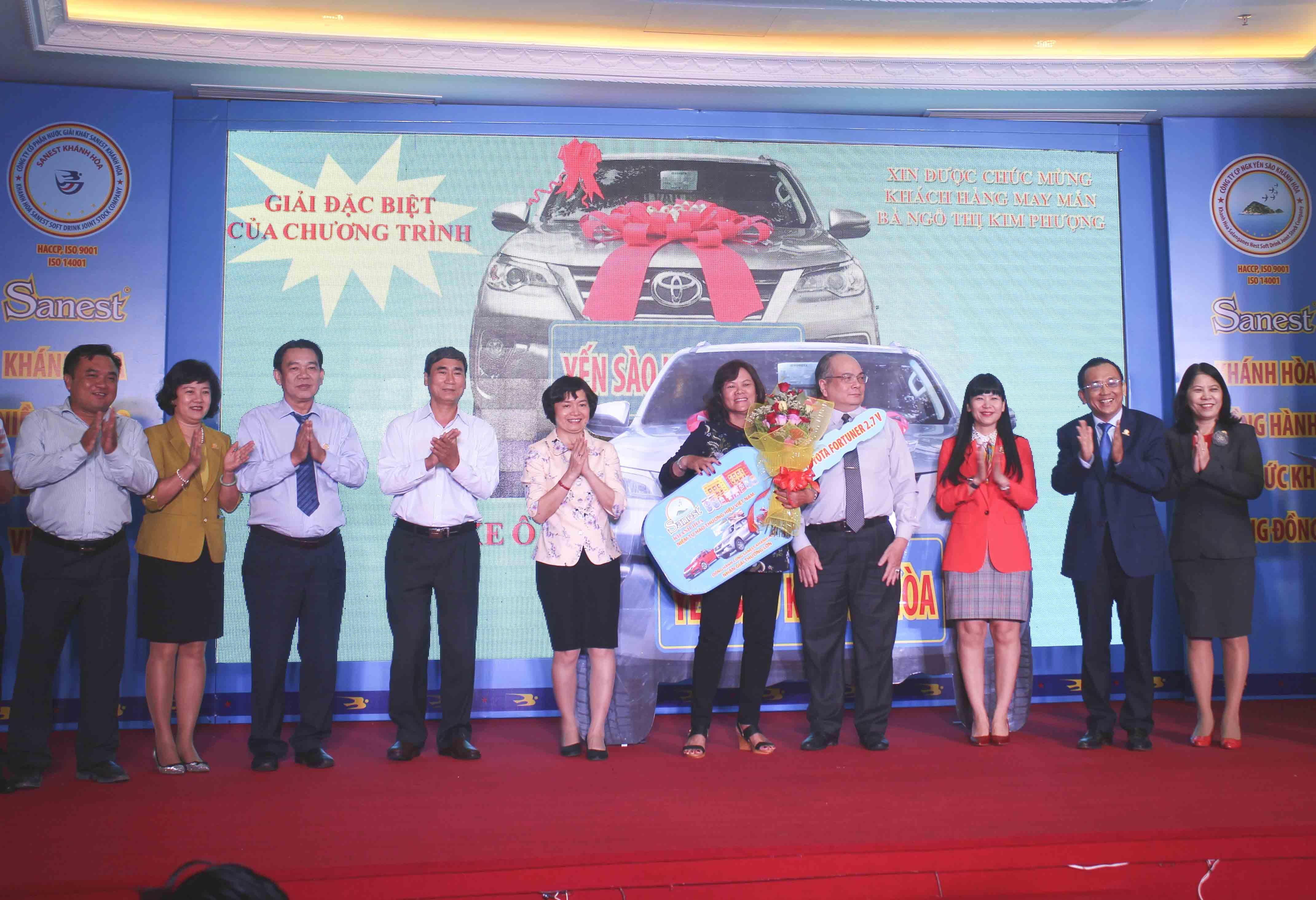 Yến sào Khánh Hòa trao giải ô tô Fortuner cho khách hàng tại TP. Nha Trang