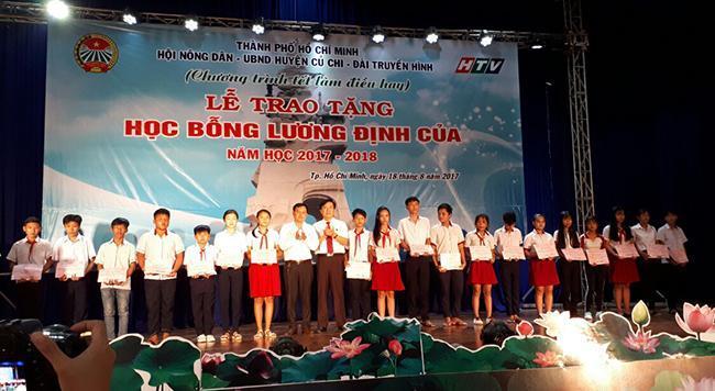 Bình Điền chung tay trao tặng học bổng Lương Định Của năm học 2017 - 2018