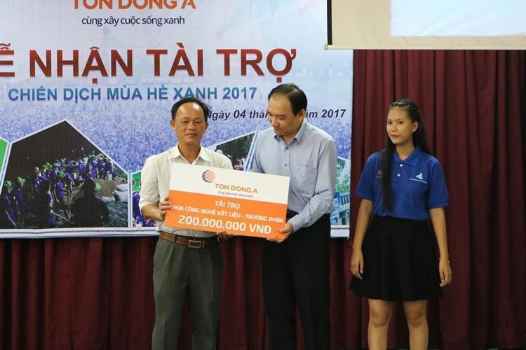 Tôn Đông Á tài trợ 200 triệu đồng cho chương trình Mùa hè xanh 2017