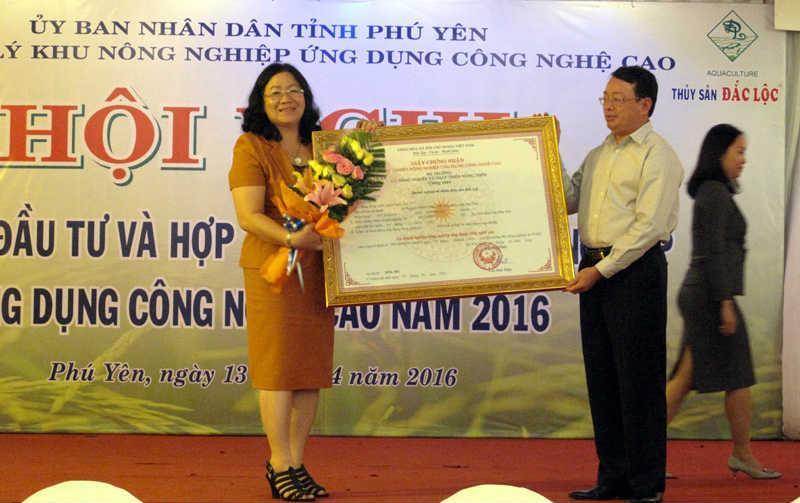 Thủy sản Đắc Lộc nhận chứng nhận doanh nghiệp ứng dụng công nghệ cao trong nông nghiệp